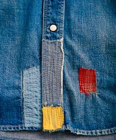 FDMTL – the denim brand from Japan- came out with a lot of distressed, bi colors ,patchworks and military looks in their collection. Korean Fashion Men, Mens Fashion, Bell Bottom Jeans 70s, Repair Jeans, Visible Mending, Torn Jeans, Textiles, Denim Patchwork, Sewing Material