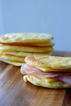 Easy & Delicious Cloud Bread Recipes Low Carb, Keto & Gluten Free - Let's make it yourself healhty tasty food - get more benefit for your good body shape Easy Keto Bread Recipe, Best Bread Recipe, Bread Recipes, Burger Recipes, Low Carb Burger Buns, Keto Buns, Keto Burger, No Bread Diet, Low Carb Bread