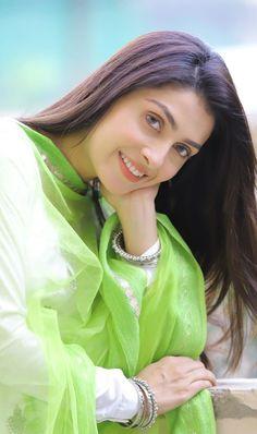Beautiful Girl Indian, Beautiful Girl Image, Beautiful Indian Actress, Beautiful Actresses, Pakistani Girls Pic, Pakistani Dresses, Indian Girls, Cute Celebrities, Celebs