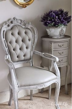 Painting chairs with Chalk Paint painted upholstery and vinyl chairs with ASCP Chalk Paint Painting Fabric Furniture, Chalk Paint Chairs, Paint Upholstery, Painted Chairs, Paint Furniture, Furniture Makeover, Furniture Design, Chalk Paint Fabric, Painted Tables