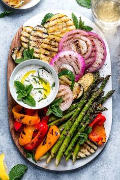Grilled Vegetable Platter with Yogurt Mint Sauce - Skinnytaste Grilled Vegetable Recipes, Grilled Vegetables, Vegetable Salad, Grilling Recipes, Vegetable Platters, Summer Vegetable Recipes, Summer Recipes, Grilled Zucchini, Zucchini Squash