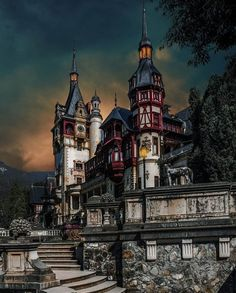Have you ever wondered what is Transylvania famous for? Discover the mysteries of Transylvania in an invitation to travel to the heart of Eastern Europe. Romanian Castles, Home Sweet Hell, Dracula Castle, Peles Castle, Transylvania Romania, Romania Travel, Templer, Beautiful Architecture, Best Cities