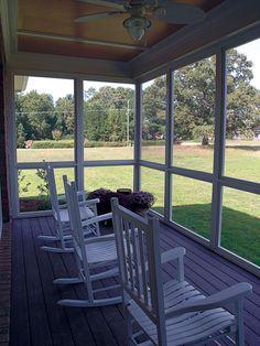 Screened In Porch Diy, Screened Porch Designs, Backyard Patio Designs, Porch To Sunroom, Backyard Gates, Mobile Home Porch, Mobile Home Exteriors, Enclosed Patio, Enclosed Front Porches