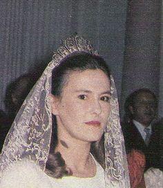 The Cobdesa de Alcudia, wearign an impressive diamond tiara, with at least seven high motifs