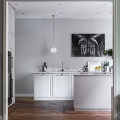 seventeendoors - by Ulrika Randel Kitchen Art, Kitchen Interior, Interior Design Living Room, Kitchen Dining, Hacks Ikea, Compact Living, Scandinavian Home, White Decor, Cool Rooms