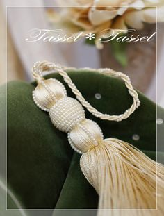 ディプロマのためのタッセルにモーブのニューカラーですの画像 | カルトナージュとタッセル TiAMo 奈良 Diy Tassel, Tassel Jewelry, Tassel Earrings, Hair Jewelry, Beaded Jewelry, Tassels, Tassel Curtains, Diy Curtains, Lace Beadwork