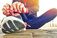 Aber ist das alles ein großer Hype und ein Trend, der letztendlich nur die Kassen der Anbieter füllen soll oder bringt das Training an der frischen Luft wirklich einen Unterschied? Wirst du auf der Wiese fitter als im Gym?