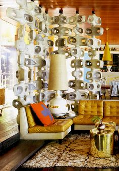 Have a super groovy Saturday - this room looks perfect to drink a Martini in…