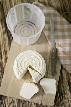 Queso fresco casero, tipo Burgos Cheese Whiz, Queso Cheese, Easy Homemade Recipes, Homemade Cheese, Yogurt Recipes, Cheese Recipes, Catering Food, How To Make Cheese, Vegan Cheese
