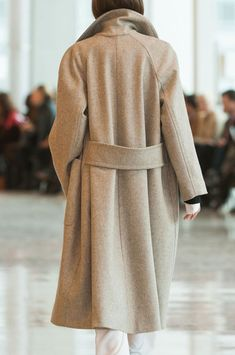 Christophe Lemaire at Paris Fashion Week Fall 2014 - Details Runway Photos