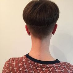 She has a long neck which really accentuates her short nape and the cut. Love that it was also trimmed close above her ears to complete the high bowl cut. Short Grey Hair, Short Hair Cuts, Short Hair Styles, Bowl Haircuts, Short Bob Haircuts, Wedge Hairstyles, Bob Hairstyles, Crop Hair, Hair Dye Colors