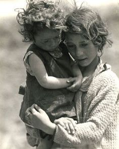 SPAIN ~ Civil War refugees, 1933. Photo; Marianne Breslauer