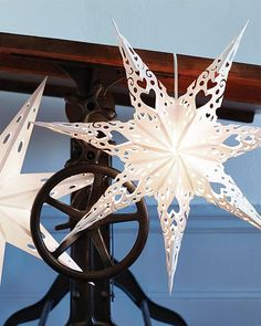 Swedish Paper Star with Free Printable via Sweet Paul Mag Christmas Projects, Holiday Crafts, Christmas Crafts, Christmas Ornaments, Swedish Christmas Decorations, Christmas Stars, Spring Crafts, Handmade Christmas, Christmas Holidays