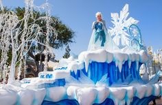 "Frozen Replaces Mickey and Minnie in Disneyland ""A Christmas Fantasy Parade"" 