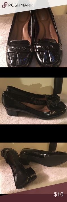 Patten Leather Low Heels 1 inch low heels. Patent leather with tassels. Mootsies Tootsies Shoes Flats & Loafers