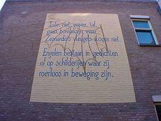 Muurgedicht van Bernlef. Meer gedichten van Bernlef lezen, reserveer: http://www.theek5.nl/iguana/?sUrl=search#RecordId=2.21806