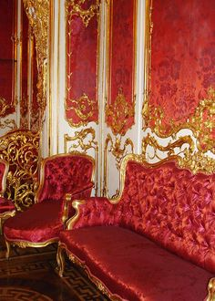 Modern Fairytale / The Red Queen / karen cox. Petersburg, Russia by jolieing Baroque, Great Comet Of 1812, Decorated Wine Glasses, Dream Mansion, Hermitage Museum, Sweet Home, Red Rooms, Historic Homes, Architecture Details