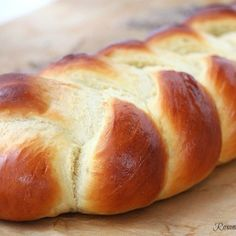 Braided easy egg bread recipe - Pillow-y soft, tender and delicate, enriched with both eggs and butter this braided egg bread is so easy to make it will soon become your go-to recipe. Perfect for french toast or bread pudding! Yeast Bread, Bread Baking, Brioche Bread, Bread Food, Food Food, Bread Rolls, How To Make Bread, Quick Bread, Dinner Rolls