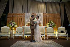 Tasya dan Dochi mengusung pernikahan tema Rustic yang menarik dan sangat indah. Yuk, baca kisah mereka selengkapnya!