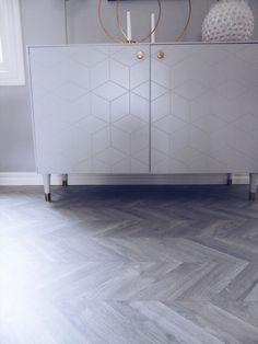 Förändringarna som avgör – Susan Törnqvist Decoration, Interior Inspiration, Tile Floor, Projects To Try, Cabinet, Living Room, Interior Design, Crafts, Furniture