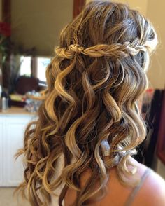 Bridal season is almost here! Throwback to this gem; gorgeous braid with elegant curls.  Perfect for that spring or summer wedding! PS. Dont forget to tag a bride who would rock this look! :) #updo #bridal #wnybride (#style by Laura!) @lauramarcelene19