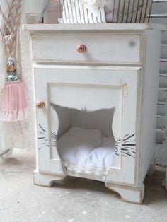 Aus einem alten Nachtschrank ist ein gemütlicher Katzenschlafplatz ,Katzenbett,Katzenhöhle geworden. Das Schränkchen im Shabby Chic bearbeitet inc. einem waschbaren Kissen ein toller Blickfang im...