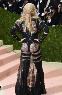 Madonna - Why? Thank you, Met Gala! The most important night in fashion leads to some of the biggest style blunders,Madonna, I thnk you tried too hard with this one :( Gala Dresses, Red Carpet Dresses, Nice Dresses, Madonna Fashion, Lady Madonna, Madonna Music, Celebrity Look, Celebrity Dresses, Kendall Jenner
