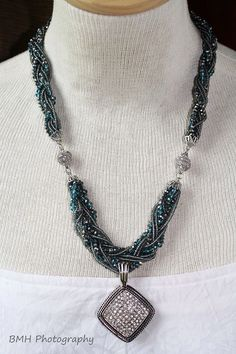Seaside necklace and bracelet braided with All Out Glamour pendant