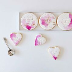 Beautiful watercolor pink and gold wedding cookies are a great idea to personalize your desserts Paint Cookies, Fondant Cookies, Galletas Cookies, Royal Icing Cookies, Cupcake Cookies, Cupcakes, Soft Sugar Cookies, Iced Cookies, Cute Cookies