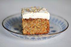 Möhrenkuchen ohne Mehl mit Quark-Zitronen-Frosting // Flourless Carrot Cake with Almonds and Curd Cheese Lemon Frosting // Berliner Küche