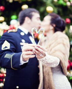 Tennessee Winter wedding portraits with candy cane heart by Mary Sandoval Photography | Two Bright Lights :: Blog