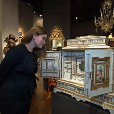 A German ormolu-mounted, parcel-gilt and polychrome painted ivory, ebony and rosewood cabinet. Attributed to the workshop of Melchior Baumgartner. 83.5 x 82 x 43 cm. Augsburg, c. 1650-60. TEFAF 2017. -Kunsthandel Peter Mühlbauer- Art Cabinet, Classic Architecture, Take A Seat, Small Boxes, Antique Furniture, Project Ideas, Woodworking Projects, Cabinets, Workshop