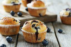 Lækre blåbærmuffins. Du behøver du ikke at gå på kompromis - de er nemlig sunde og samtidigt alt for lækre! Du kan både bruge friske- eller frosne blåbær.
