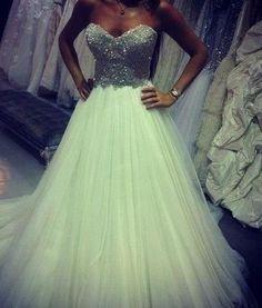 Une magnifique robe!! Very beautiful!