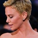Charlize Theron has always taken risks with her style and hair. See the most inspiring looks for Charlize Theron hair, including the latest look: a hot pixie. Blonde Pixie Haircut, Curly Pixie Hairstyles, Summer Hairstyles, Cool Hairstyles, Haircut Short, Beautiful Hairstyles, Short Haircuts, Hair Styles 2014, Curly Hair Styles