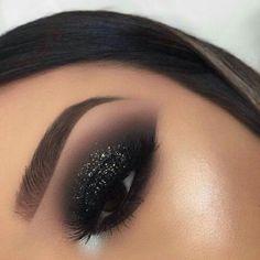 Smoke Eye Makeup, Glitter Eye Makeup, Eye Makeup Tips, Makeup Hacks, Eyeshadow Makeup, Makeup Tutorials, Makeup Ideas, Makeup Trends, Makeup Blog