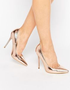 Rose gold shoes for a glamorous performance