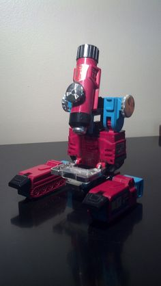 Transformers: Perceptor. Vehicle mode. A 10x magnifying microscope!