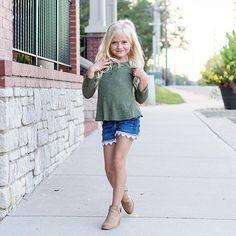 Falling for Fall Fashion  Pc: @daphs_mamarazzi  #daphniepearl #model #childmodel #fashionmodel #girlsfallfashion #girlsfashion #fallfashion #fashion #like #like4like  #instagood #instafashion #naturalmodel #fall #transition #gorgeous #longhair  #beautiful  #mamarazzi  #igfashion #summer #likeforlike #newyorkmodel #chicagomodel #nycmodel