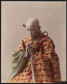 Buddhist priest wearing kesa robe and holding juzu beads, ca. by Adolfo Farsari. Buddha Buddhism, Buddhist Monk, Buddhist Art, Japanese History, Japanese Culture, Japanese Art, Old Photos, Vintage Photos, Albert Kahn