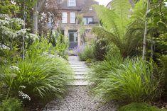 Dulwich Village garden 3 — Barbara Samitier Landscape and Garden Design Back Garden Design, Path Design, Modern Garden Design, Contemporary Garden, Steep Gardens, Back Gardens, Garden Borders, Garden Paths, Modern Planting
