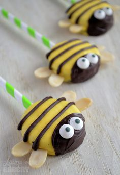 İdeen Easy Cake Bumble Bee Oreo Pops - from Laura& Bakery, Oreo Cake Pops, Cookie Pops, Bee Cakes, Cupcake Cakes, Kinder Party Snacks, Party Treats, Chocolate Covered Oreos, Dipped Oreos, Chocolate Pops
