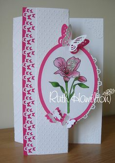 Love the way it's folded with the shape of the oval, and the border is very pretty too!