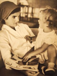 madamejacquelinebouvier:  Jacqueline Kennedy with her daughter, Caroline. ♡✿♡❁♡✾♡✽♡