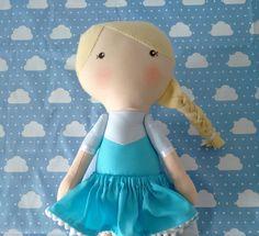 Bonecas Elsa Frozen no estilo Serelepe com 40cm de altura  * feita em tecido 100% algodão  * detalhes em feltro  * fazemos outros modelos e cores
