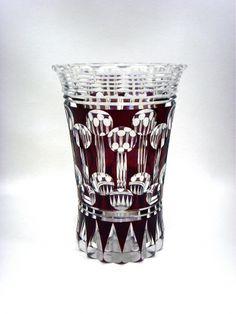 Salle des ventes ABC : VAL SAINT LAMBERT, Vase en cristal taillè et doublè prune, rare dans cette forme, signè et marquè en dessous P.U. A 771, hauteur 28 cm