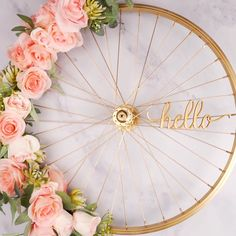 Excellent Images Spring Wreath videos Concepts Locate a uncomplicated exactly how to guide intended for wreath building and create a gorgeous untam Diy Spring Wreath, Diy Wreath, Home Decor Bedroom, Diy Room Decor, Idee Diy, Diy Home Crafts, Diy Wall Art, Decorating Your Home, Diy Design