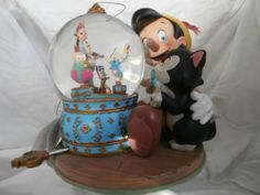 PINOCCHIO MUSICAL SNOWDOME SNOWGLOBE MUSICAL WIND UP VINTAGE ANTIQUE COLLECTIBLE