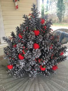 Do You Like An Ideas For Outdoor Christmas Decoration In Your Home? If you want, Maybe some recommendations from our team can be inspire, enjoy. Pine Cone Christmas Tree, Noel Christmas, Rustic Christmas, All Things Christmas, Christmas Wreaths, Christmas Ornaments, Christmas Decorations For Kids, Pine Cone Decorations, Holiday Decor
