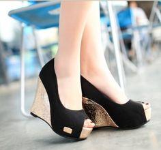 ¿Tienes evento en un jardín? No pierdas el estilo, unos zapatos de plataforma no se clavarán en el pasto.